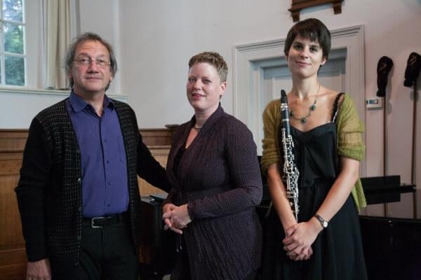 Trio Ireen van Bijnen, Kim Grisel en Karel Goossens zingt en speelt de sterren van de hemel