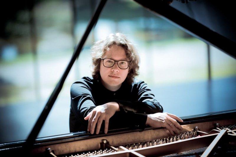 'Geheimen van de nacht'. Meesterpianist Hannes Minnaar speelt werken van Schubert/Liszt, Schumann, Zuidam en Ravel.