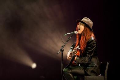 'Bloedmooi Wijnrood'  Beatrice van der Poel en Tim Eijmaal met een persoonlijk concert vol weemoed